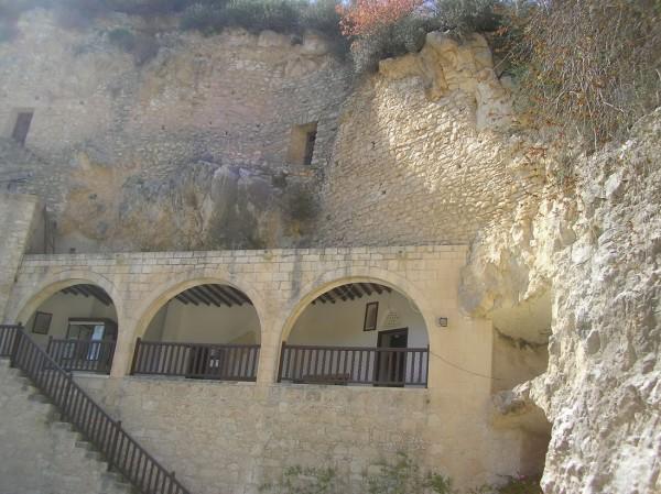 Intrarea la peștera Sf. Neofit