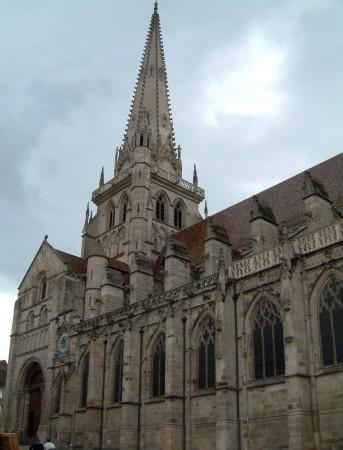 Catedrala din Autun, Franța, construită pe presupusul mormânt occidental al Sf. Lazăr