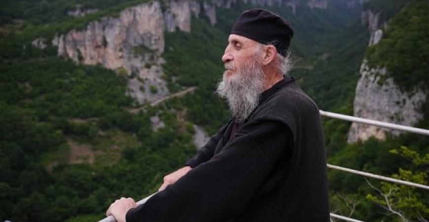 Părintele Maxim Qavtaradze, stâlpnic al zilelor noastre