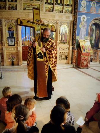 Procesiunea scoaterii Sfintei Cruci